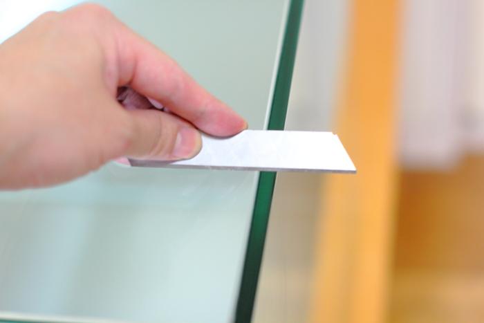手順1.表面の汚れや、シリコンをとる、カッターの刃は45度にするとよいです